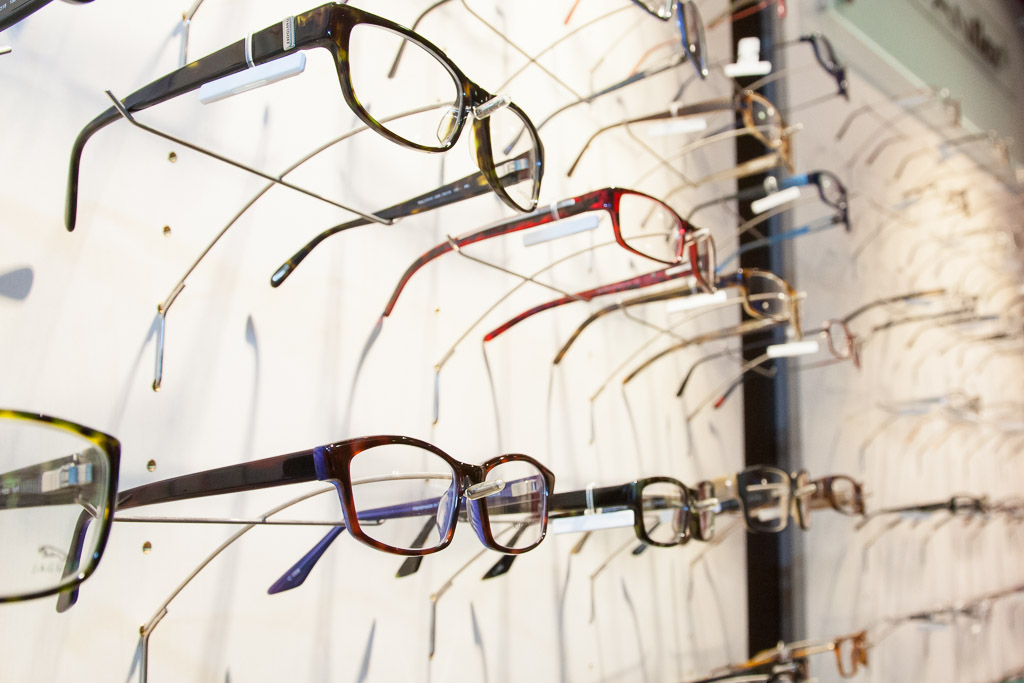 Brillenwand